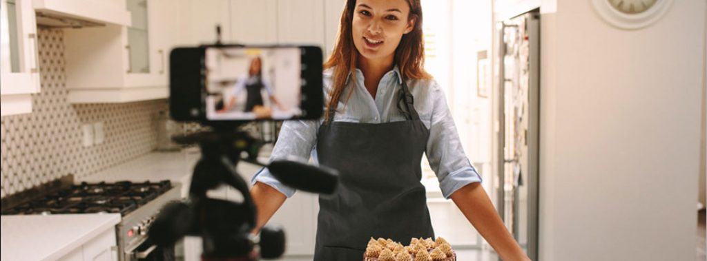 The girl cooking and making video